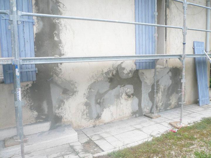 consolider fondation maison cool fissure dans le mur en pierres lzard with consolider fondation. Black Bedroom Furniture Sets. Home Design Ideas